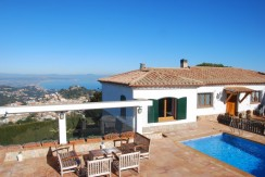 Exclusive villa for sale with panoramic sea views