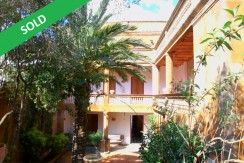 Magnificient Indian house for sale in the center of Begur