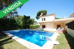 Venta – Casa adosada con piscina privada en Pals, Costa Brava