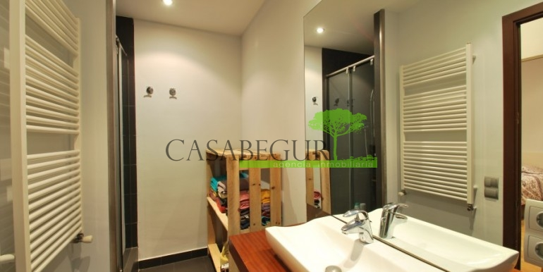 ref-945-sale-house-pals-center-village-casabegur-16