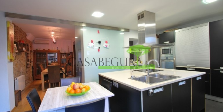 ref-945-sale-house-pals-center-village-casabegur-4