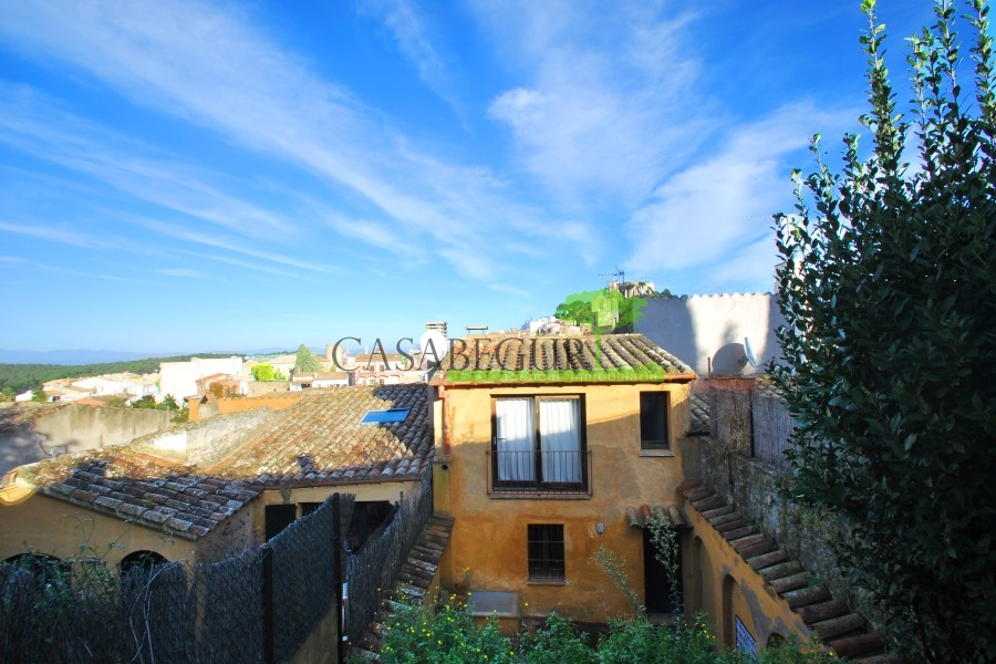 Village house for sale in Begur center