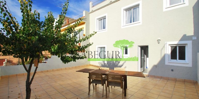 ref-1057-sale-townhouse-center-begur-costa-brava-casabegur-sea-views-0