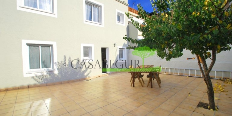 ref-1057-sale-townhouse-center-begur-costa-brava-casabegur-sea-views-1