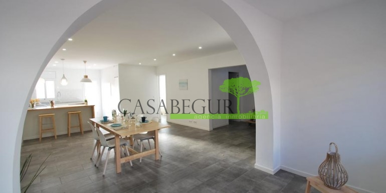 ref-1057-sale-townhouse-center-begur-costa-brava-casabegur-sea-views-13