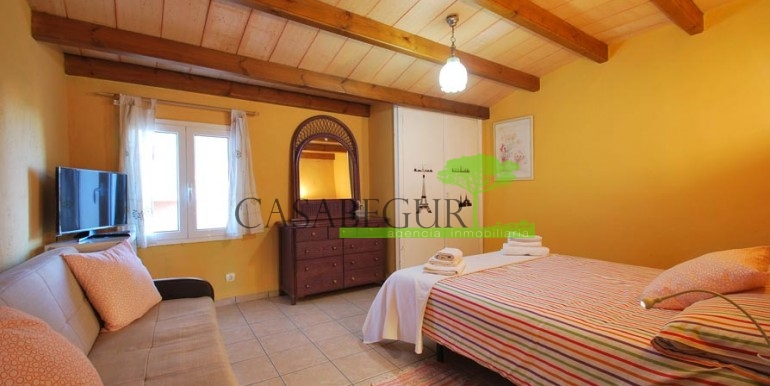 ref-1066-sale-village-house-center-begur-pool-garden-costa-brava-casabegur2
