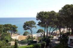 Exclusiva villa situada en segunda línea de mar