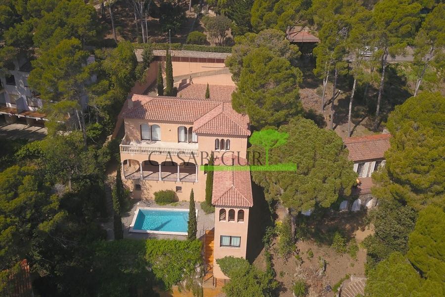 617- Superbe villa de luxe située en deuxième ligne de mer
