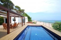 Prachtige villa direct aan de diep blauwe zee – Begur