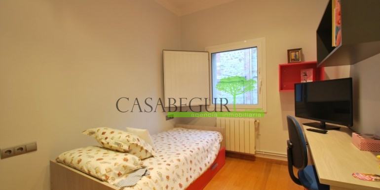 ref-945-sale-house-pals-center-village-casabegur-12