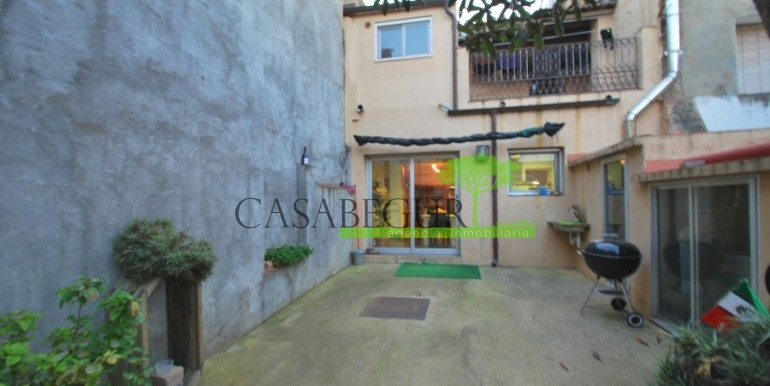 ref-945-sale-house-pals-center-village-casabegur-2