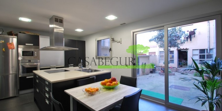 ref-945-sale-house-pals-center-village-casabegur-3