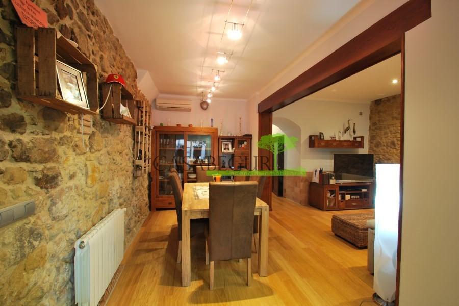 Casa de pueblo y apartamento en venta en Pals