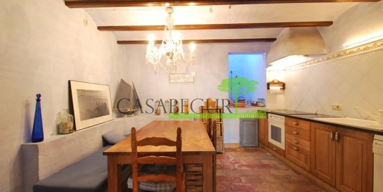 ref-946-sale-village-house-center-begur-costa-brava-casabegur-18