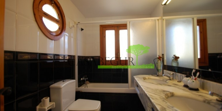 ref-851-sale-house-villa-sa-tuna-sea-views-costa-brava-casabegur (17)