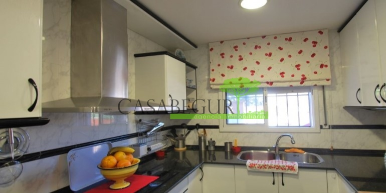 ref-978-sale-house-near-center-begur-costa-brava (2)