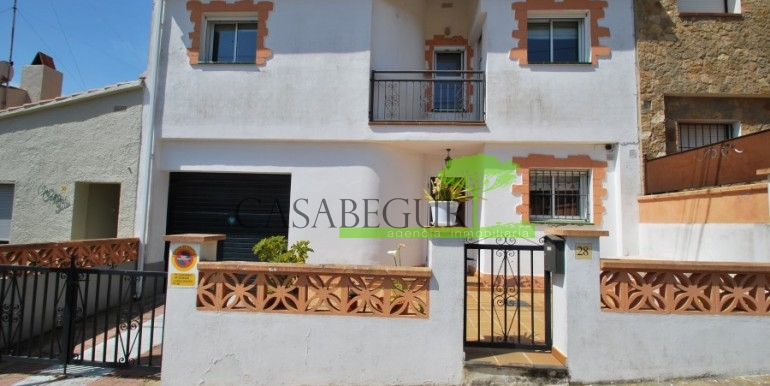 ref-978-sale-house-near-center-begur-costa-brava (3)