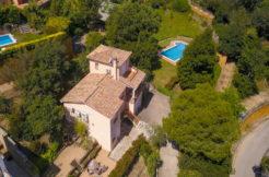 1053- Vrijstaand huis met een appartement te koop in Begur, Costa Brava