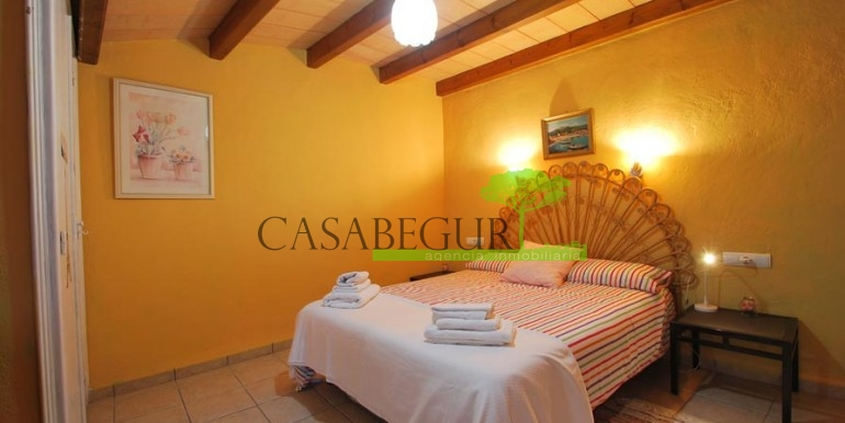 ref-1066-sale-village-house-center-begur-pool-garden-costa-brava-casabegur1