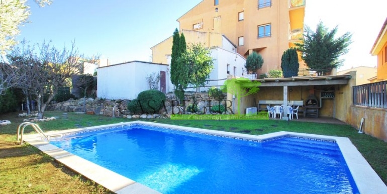 ref-1066-sale-village-house-center-begur-pool-garden-costa-brava-casabegur10