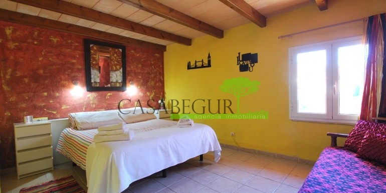 ref-1066-sale-village-house-center-begur-pool-garden-costa-brava-casabegur4