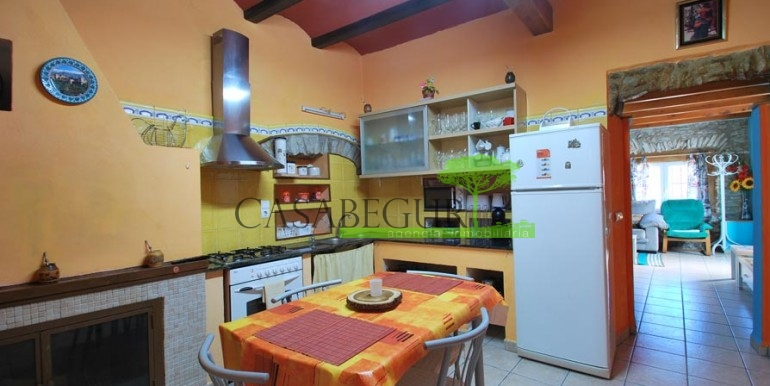 ref-1066-sale-village-house-center-begur-pool-garden-costa-brava-casabegur9