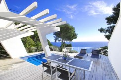 Semi-vrijstaande moderne villa te koop in Sa Tuna, Begur