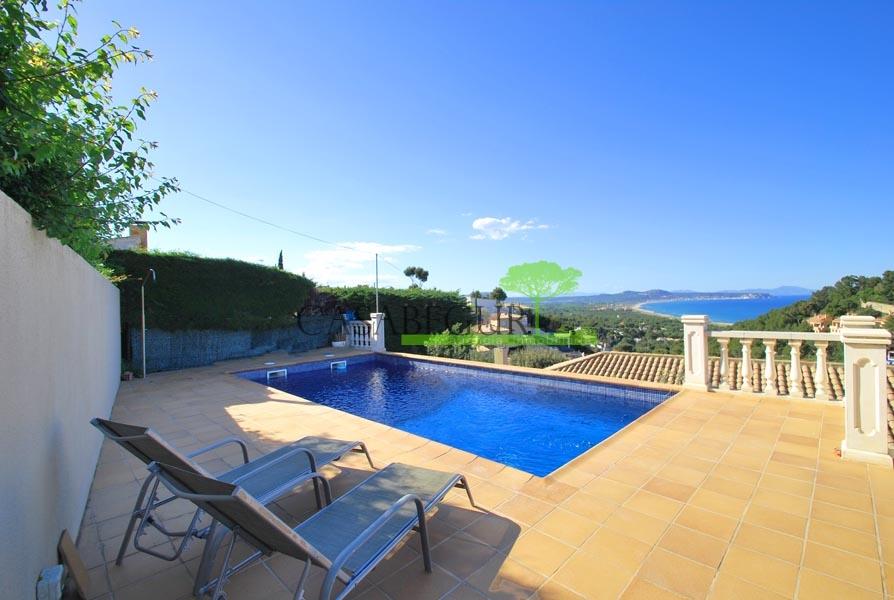 Agradable propiedad con vistas al mar en venta en Sa Punta, Begur