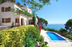Property for sale near Sa Tuna beach, sea views