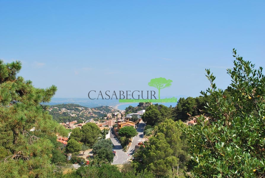 Plot with sea views near the center of Begur
