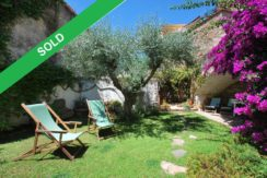 Village house with garden for sale in the center of Begur