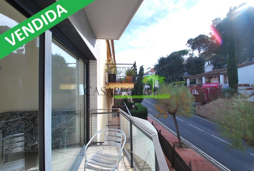 En venta apartamento en perfecto estado a 150 mts de la playa de Tamariu