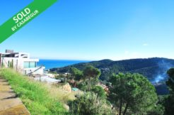 Plot with sea views for sale near Sa Riera beach