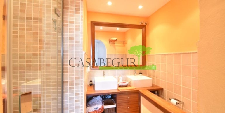 ref-1209-sale-house-center-town-sea-views-costa-brava-casabegur-21