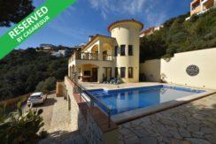 1236- Prachtige ruime villa met zwembad