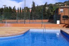 855- Propriété commerciale comprenant un centre de sports avec diverses installations