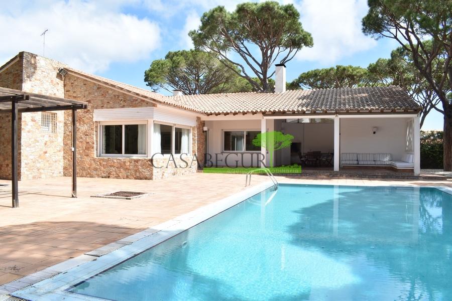 1232- Gran villa con piscina privada
