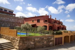 1251- House near the center of Begur, overlooking the sea, communal pool.