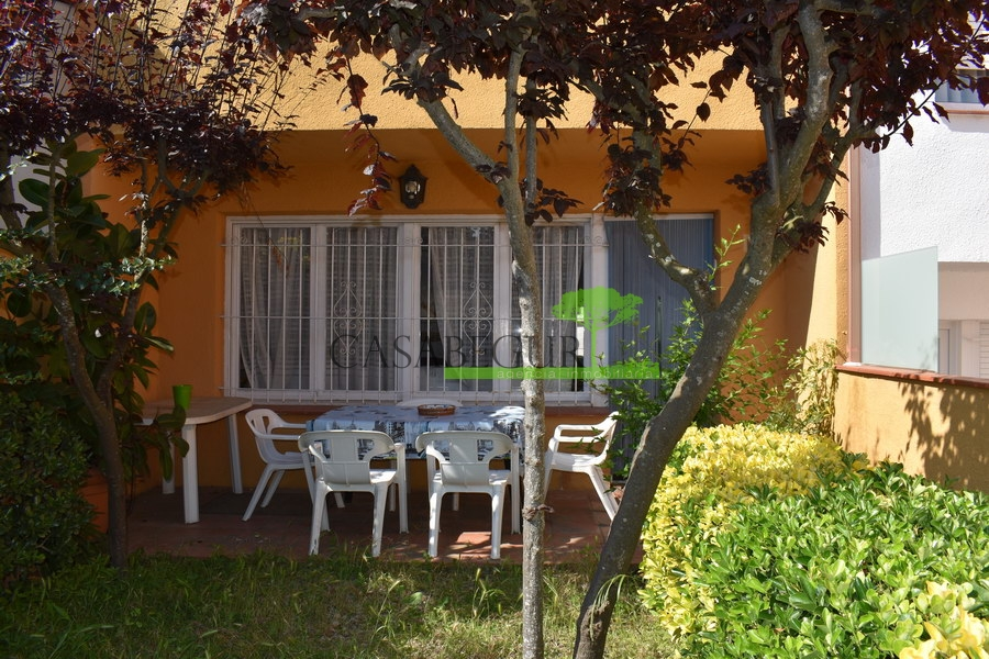1255- Terraced house, access to the center of Begur on foot.