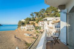 1257- Apartamento en Sa Riera, primera línea de mar.