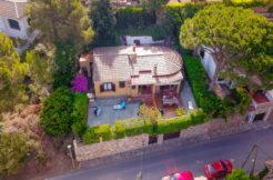 1262- Casa con vistas a las montañas a 1 km. del centro.