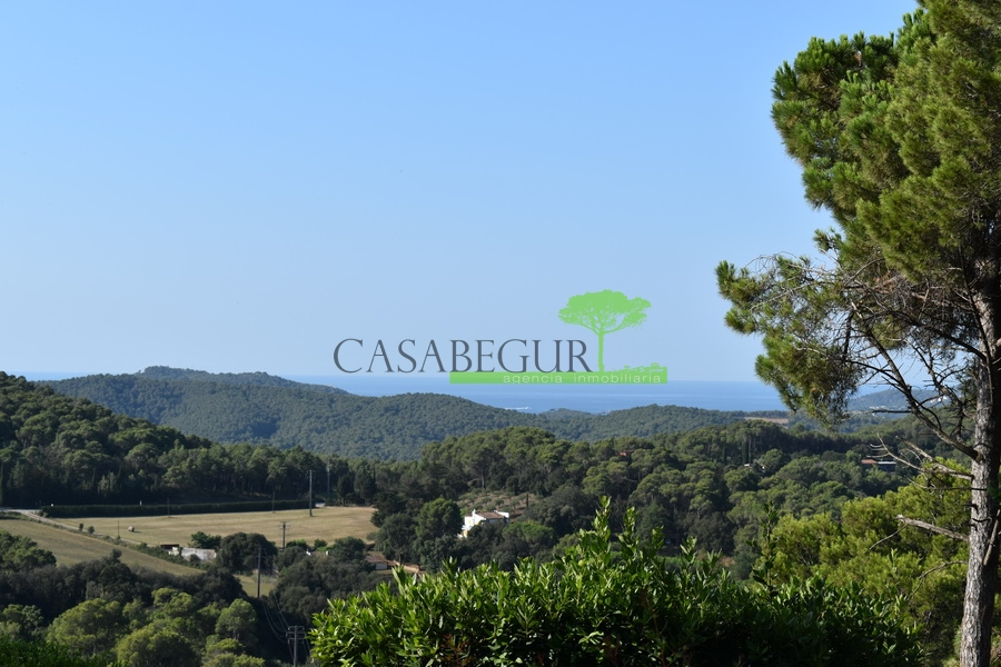 1272- Building plot in Residencial Begur, with beautiful views.