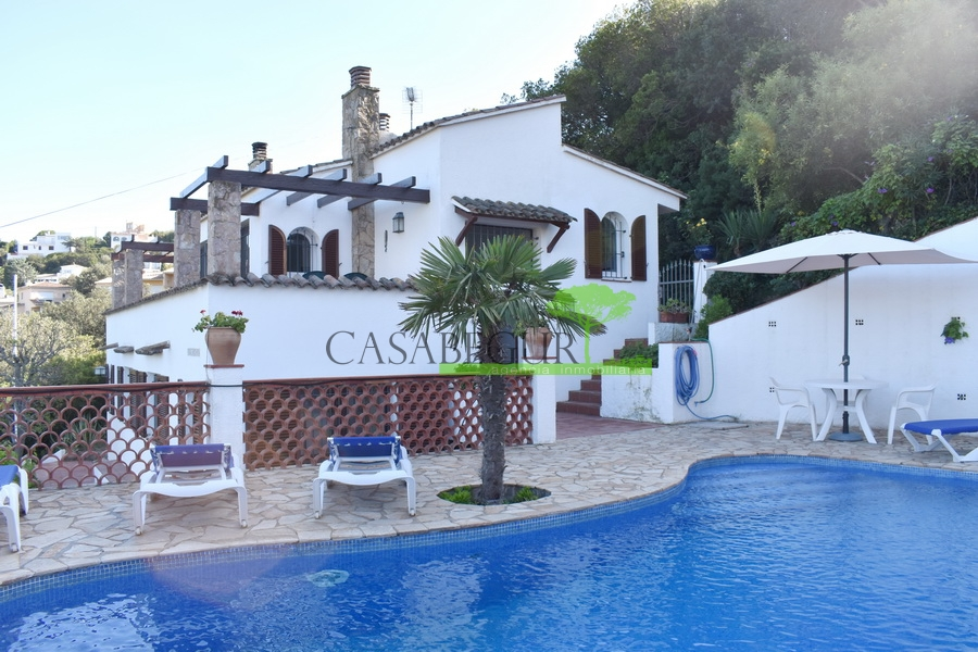 1270- Detached house with sea views in Sa Punta.