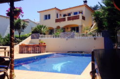 1281- Villa with studio, overlooking the sea with private pool.
