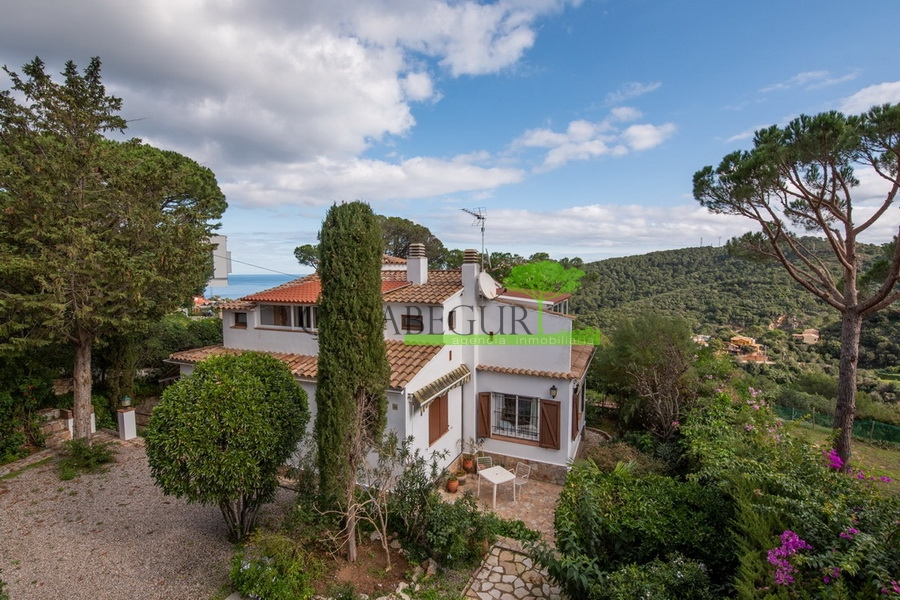 1283- House in Es Valls, with beautiful sea views.