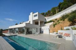 1285 Nieuwbouw villa met fantastisch uitzicht op zee.