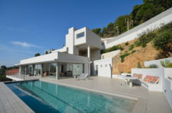 1285 Newly built house with fantastic sea views.