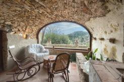 1303  Casa de pueblo con fachadas de piedra en el centro de Begur.
