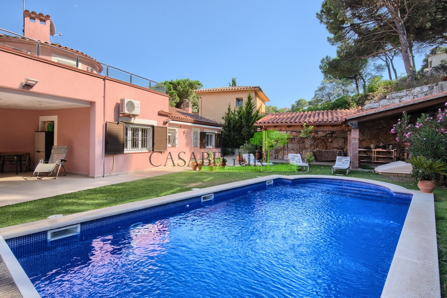 1306 Large two houses property with sea views.
