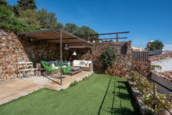 1309 Village house in the center of Begur with garden.